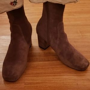 Silent D Careful Stretch Taupe booties